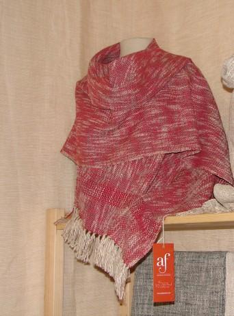 Chal de algodón y lino. Medidas: 65x200cm.