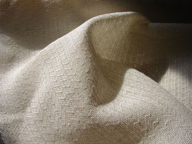 Chal de lino blanco.